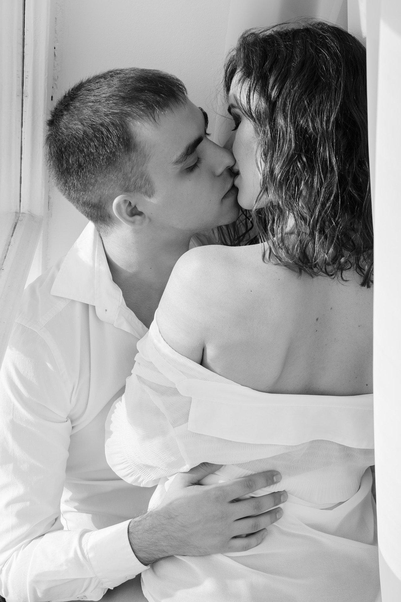 kiss-1858088_1920.jpg